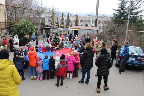 Дед  Мороз  и Снегурочка пришли на старый новый год к детям в пгт Виноградное